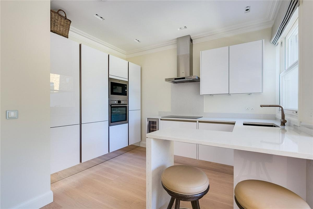 Cararra Quartz White Kitchen Countertop With Freestanding Bar Shadow Gap Legs Design 2