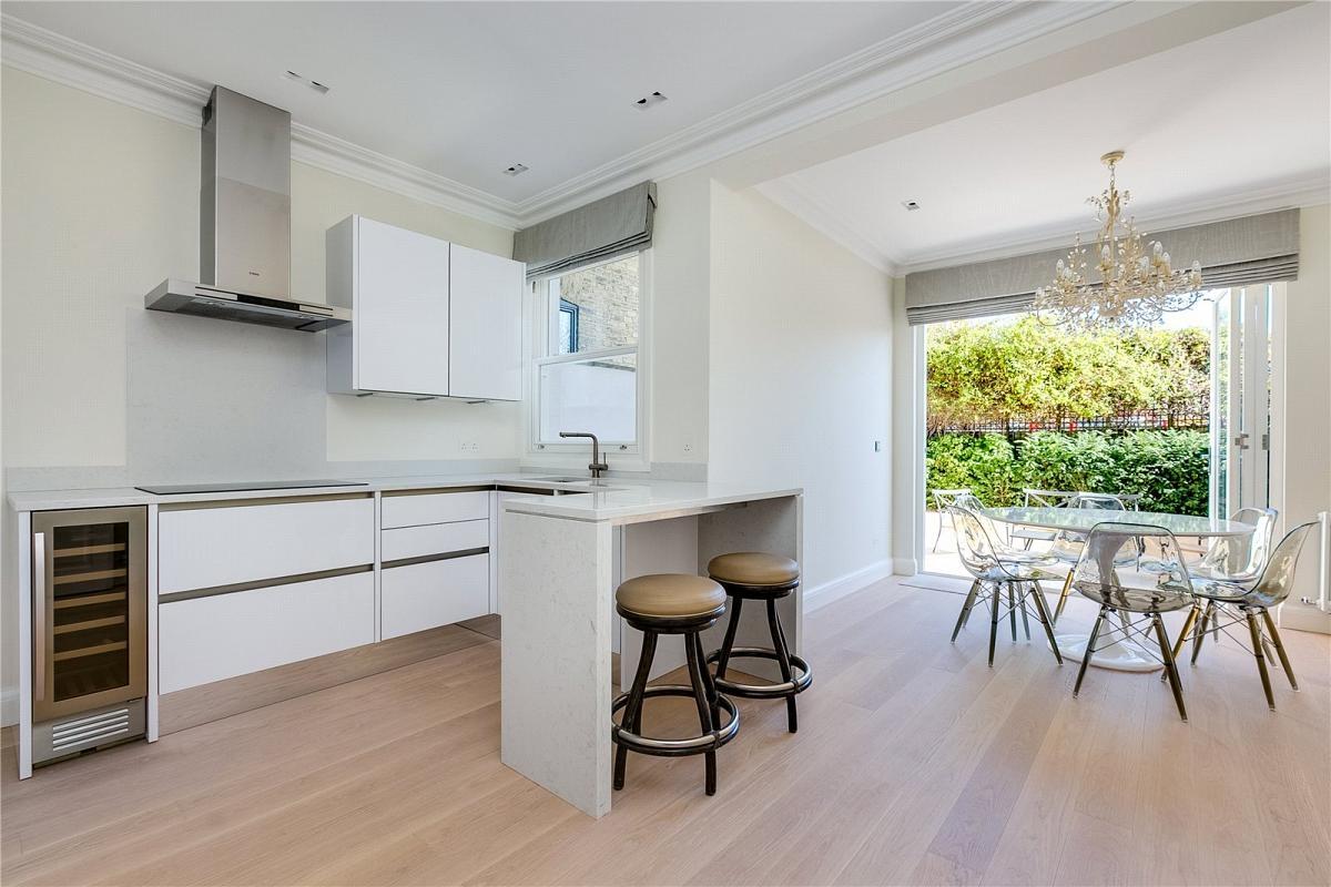Carrara Quartz White Kitchen Countertop With Freestanding Bar Shadow Gap Legs Design